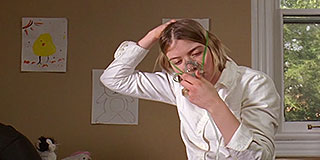 Tessa Ferrer places an oxygen mask over her face