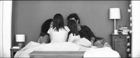 Sueno y Silencio family in bed film still